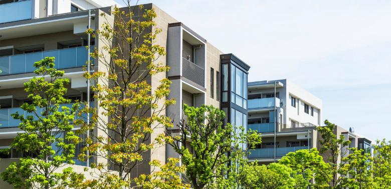 Kredyty hipoteczne biorą ludzie po studiach