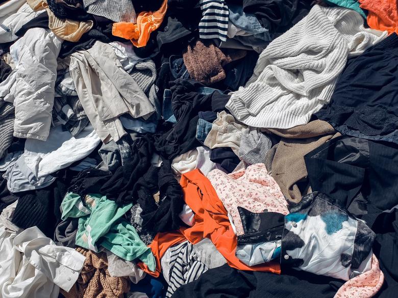ubrania przed posortowaniem