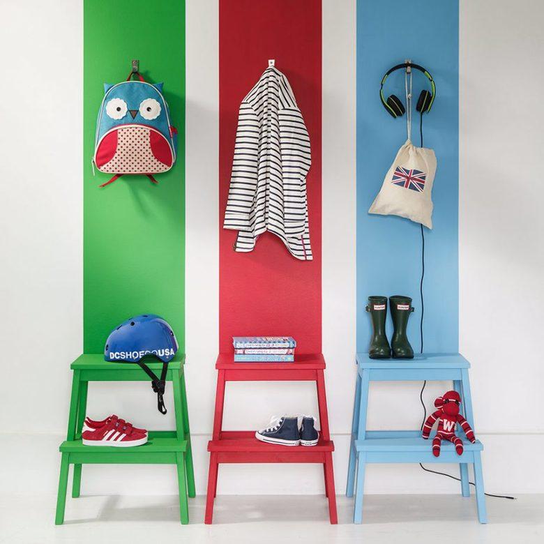 stołki Ikea i pasy kolorów