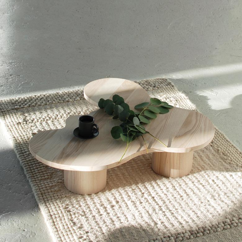 Stolik drewniany o nieregularnych kształtach