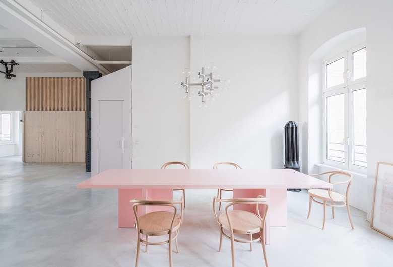 minimalistyczne mieszkanie, róż