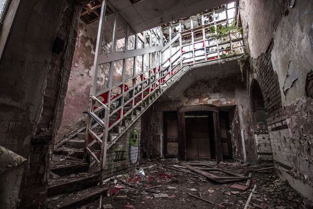 wnętrza starego szpitala