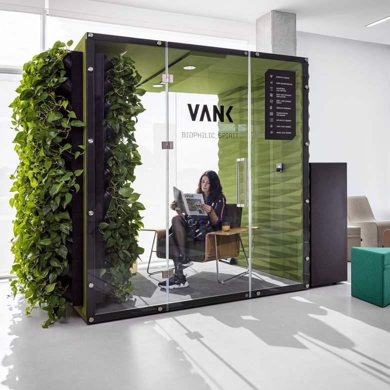 Boks akustyczny VANK wall1 z roślinami