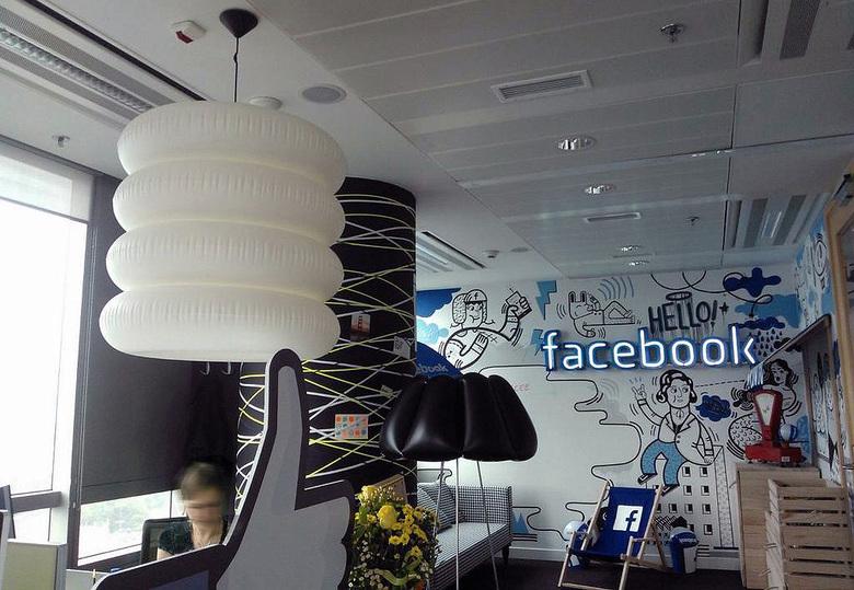 Lampy Puff Buff siedziba marki Facebok