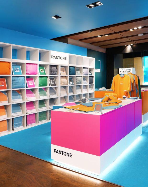 sklep stacjonarny Pantone w Hongkongu