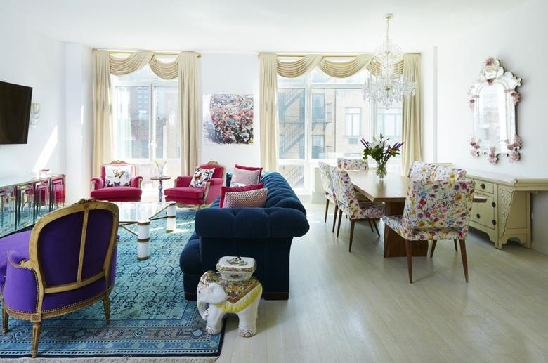 salon w stylu glamour, kolorowe meble