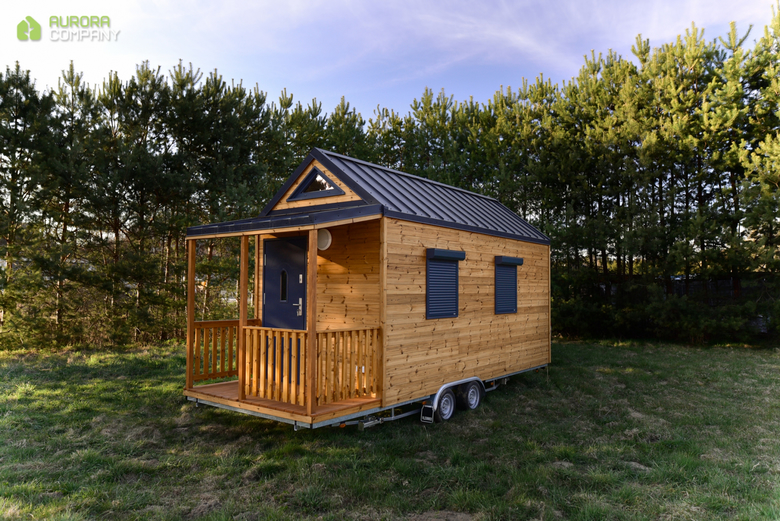 Domek na kołach z gankiem, drewniany