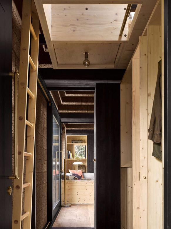 Cork House - wejście na antresolę