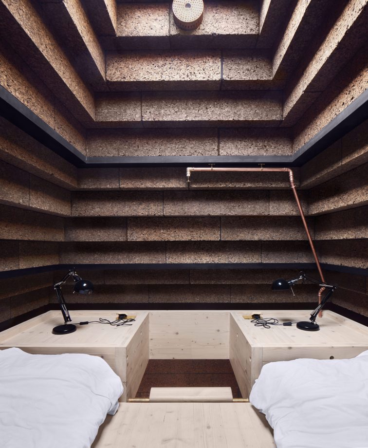 Cork House - sypialnia na antresoli