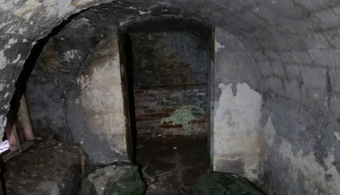 piwnica przed renowacją