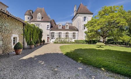 Skromny zamek we francji