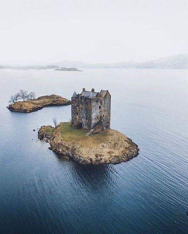 Opuszczony zamek w Szkocji